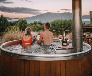 Omarama Hot Tub - South Island New Zealand Roadtrip - Live Life and Roam