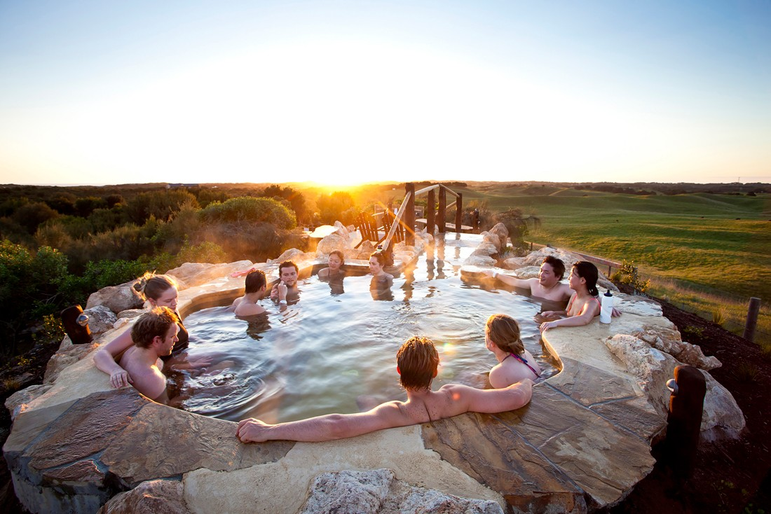 Peninsula-Hot-Springs-Group-enjoying-sunset-in-the-hilltop-pool13_LR