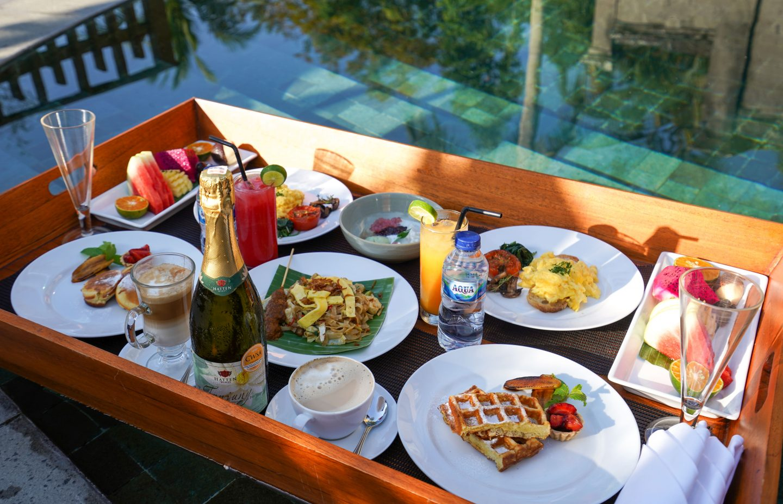 Floating Breakfast at Kamandalu Ubud - Live Life and Roam