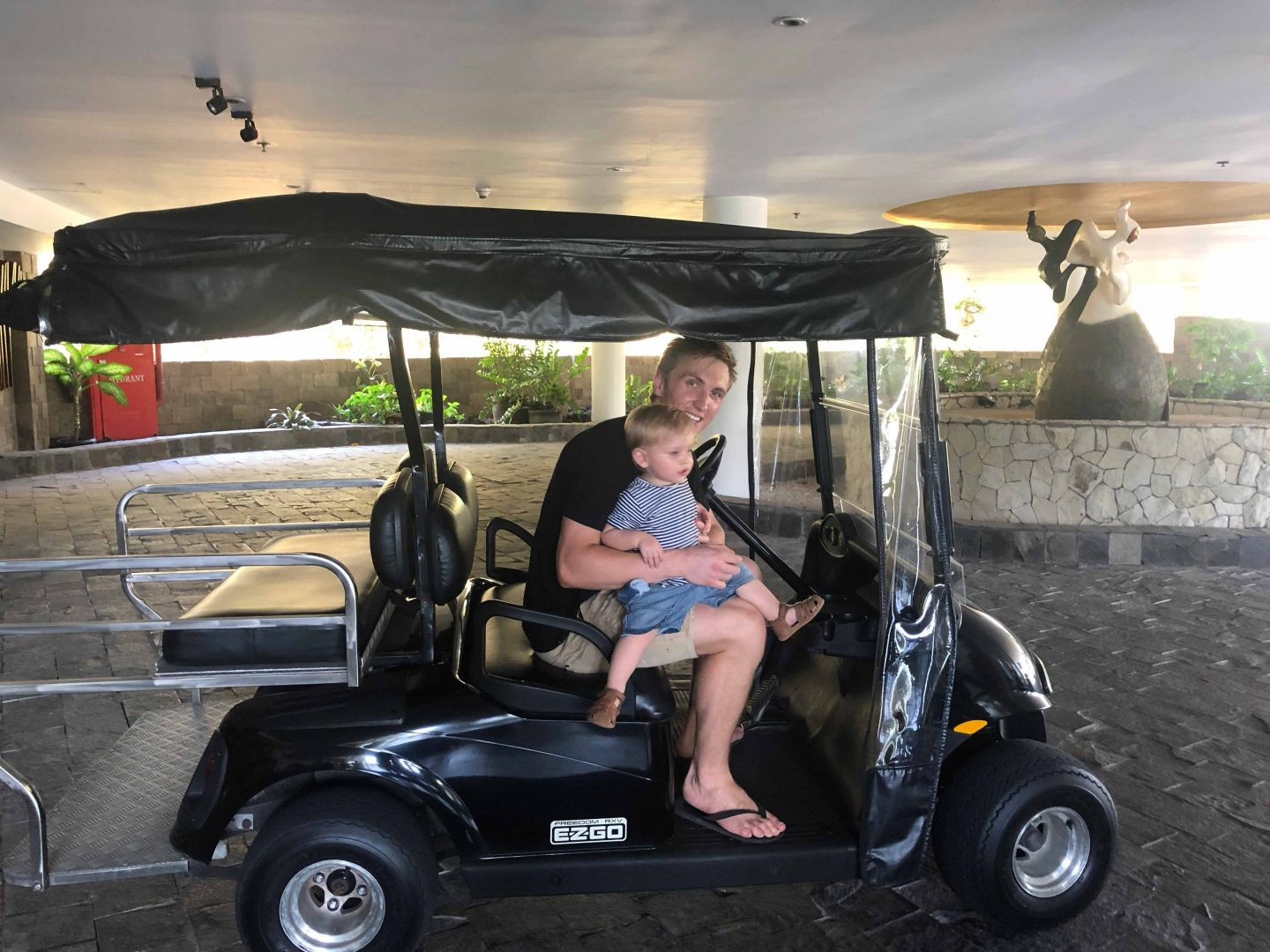 Transport Golf cart - Bali with a toddler - Live life and roam