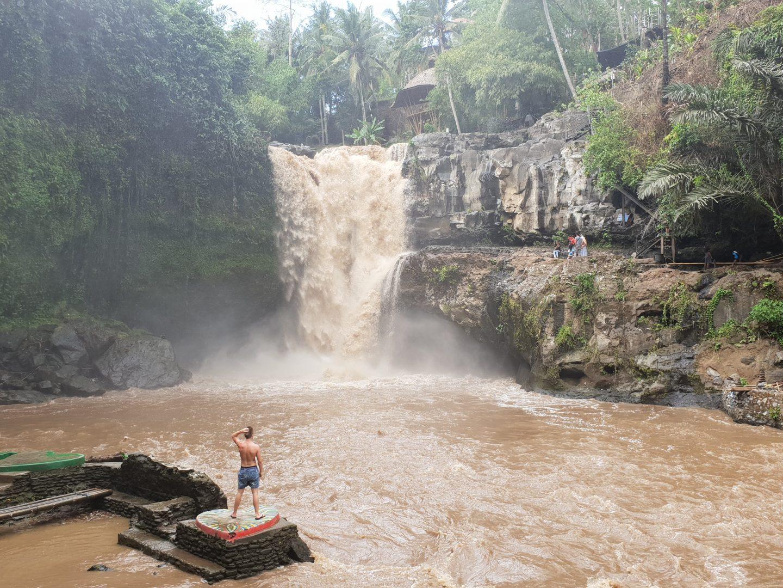 Tegenungan Waterfall - Live life and roam