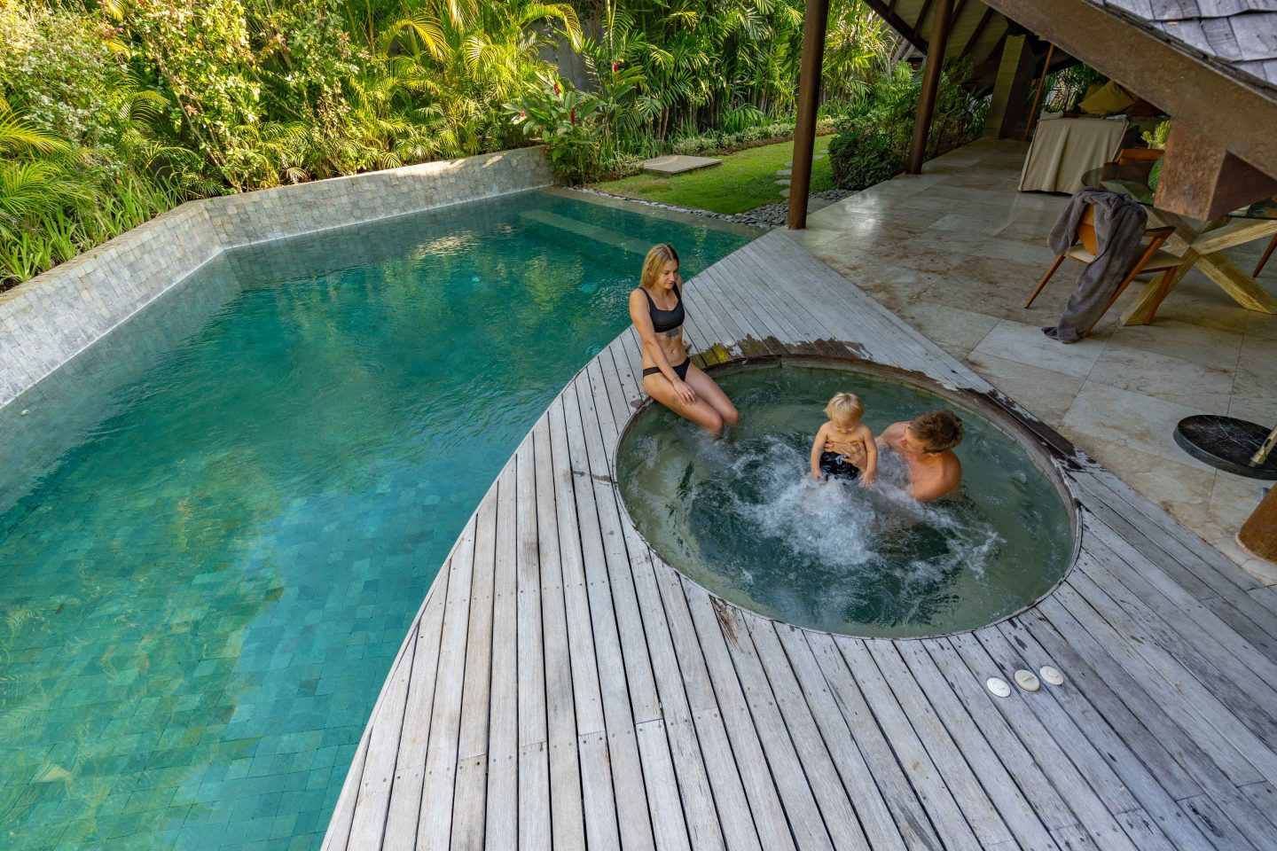 Pool, Jacuzzi and Gardens @ The Layar - Live Life and Roam