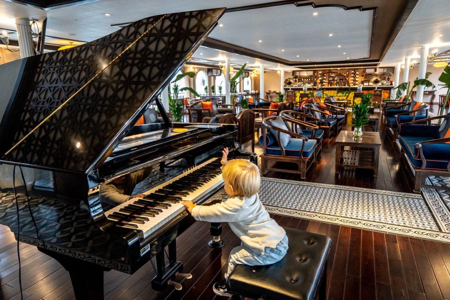 Ollie the pianist - Indochine Cruise - Lan Ha Bay - Live Life and Roam