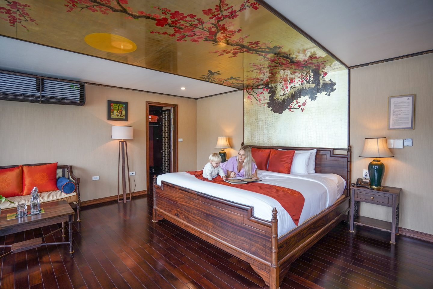King Bed Cabin - Indochine Cruise - Live Life and Roam