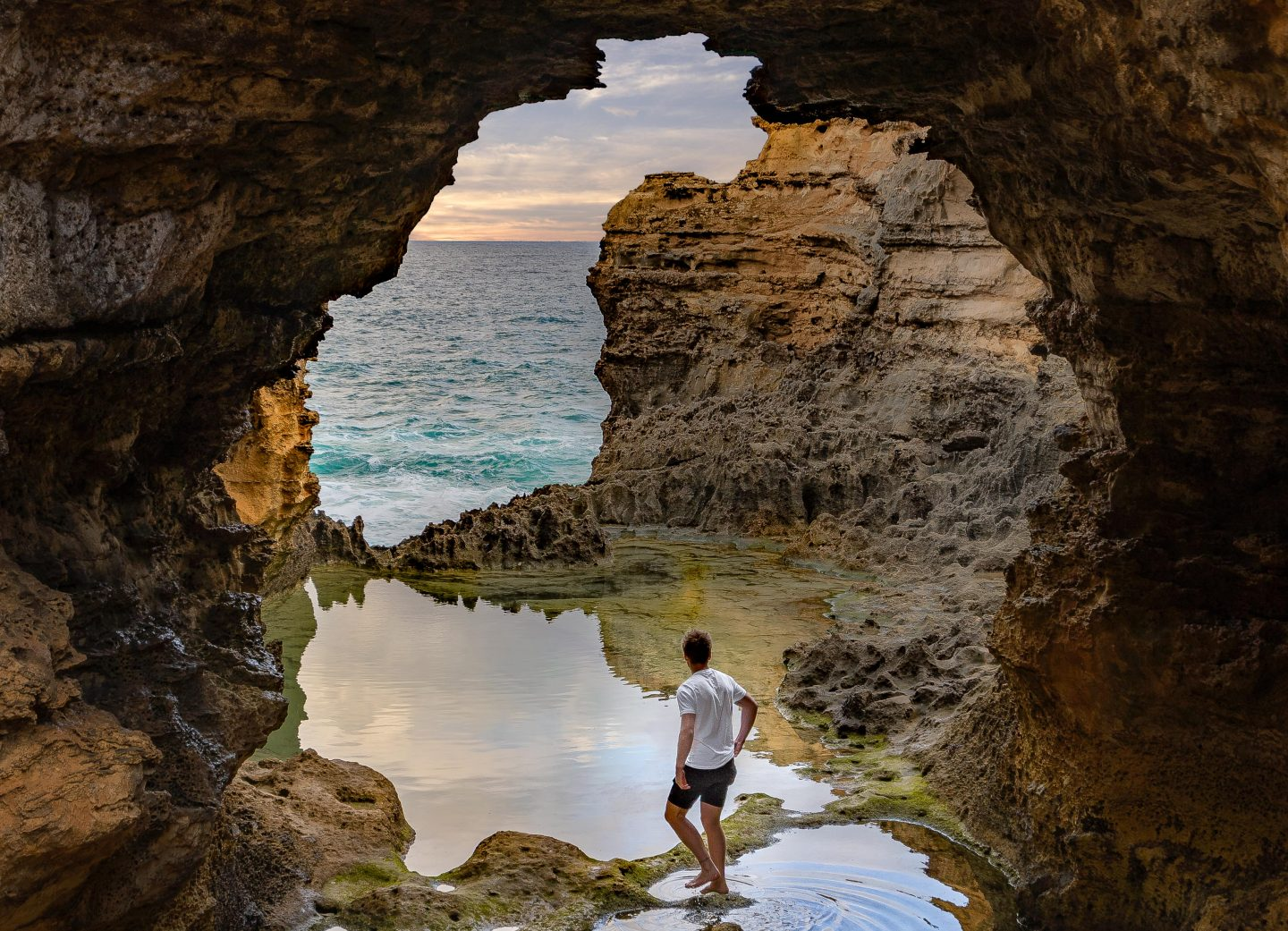 Most Instagrammable Spots on the Great Ocean Road - The Grotto *@livelifeandroam